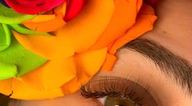 Beauty with Vanna Lash Maker